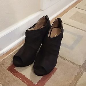 Beautiful black Report shooties/booties, sz.8